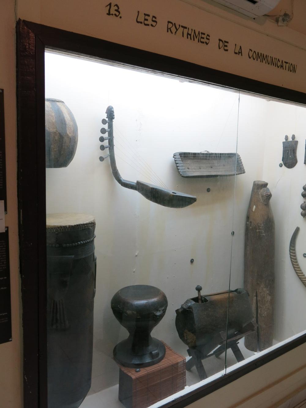 "Nachrichtentrommel im ""Musée National de Kinshasa"""