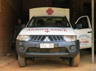 Nur etwa drei Mal die Woche rückt der Krankenwagen aus - mit Allradantrieb, über Schotterpisten in die kleinen Dörfer