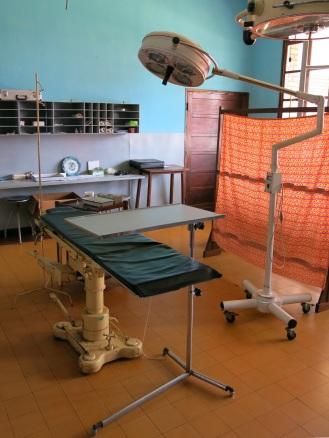 """Der Operationssaal für die aufwendigen Eingriffe, die nicht von den """"Infirmiers"""" gestemmt werden können"""