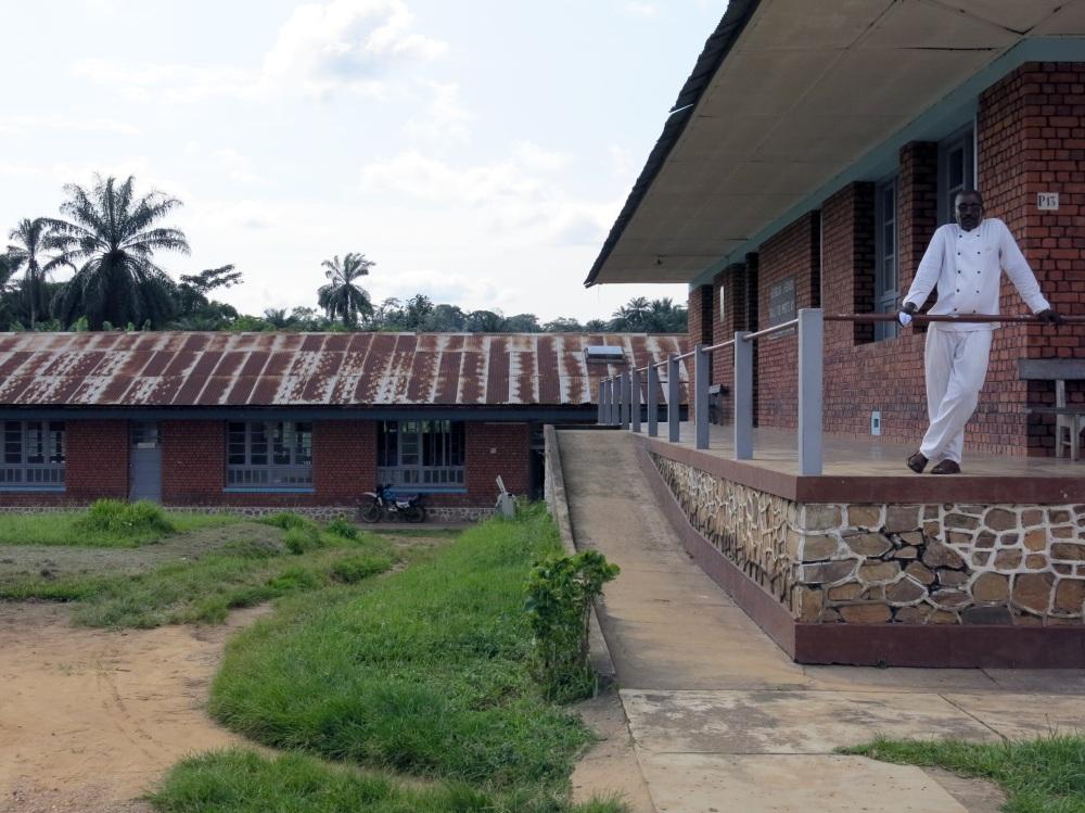 Das Krankenhaus in Kangu, von Belgiern errichtet, wird heute von Kongolesen geführt