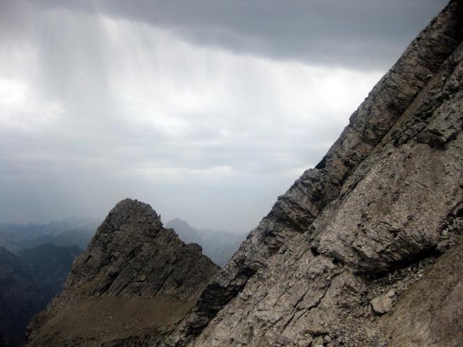 Regenwetter auf der Etappe durch das Massiv des Cima dei Preti